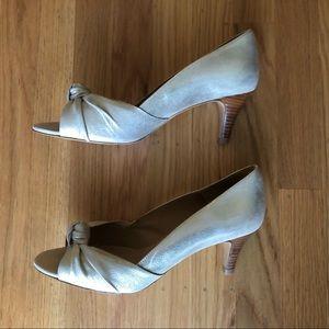 Sézane low gold peep tow heels